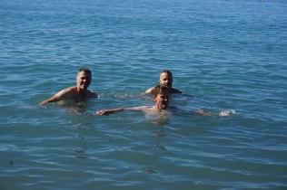 ...und durften uns ca.1/1/2 h später bei 32°C im Mittelmeer aalen :-)